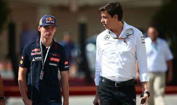 Verstappen n'a jamais exprimé les mêmes doutes concernant Mercedes, c'est peut-être dû à son intérêt pour cette équipe